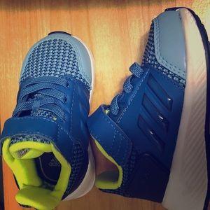Toddler boy Adidas sneaker (size 4)